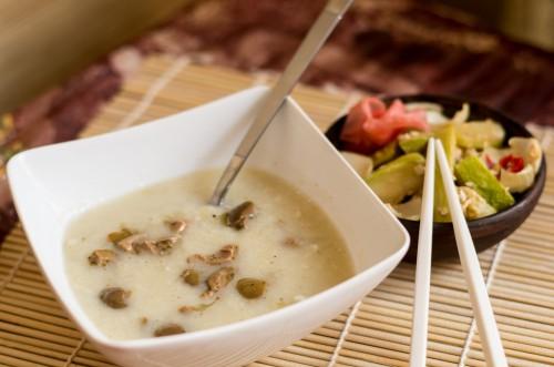 Суп с фенхелем и чесноком и салат с теплыми кабачками