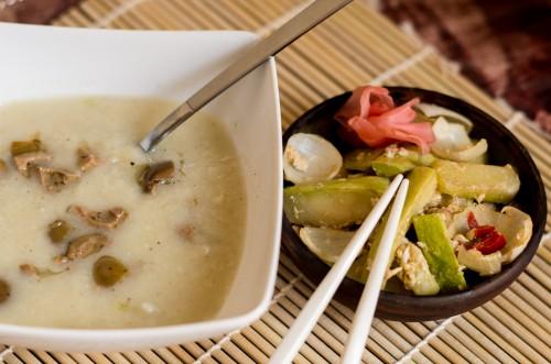 Суп с фенхелем и чесноком и салат с жаренными кабачками